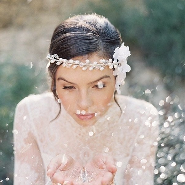 Anna Luv Store цветы в свадебной причёске